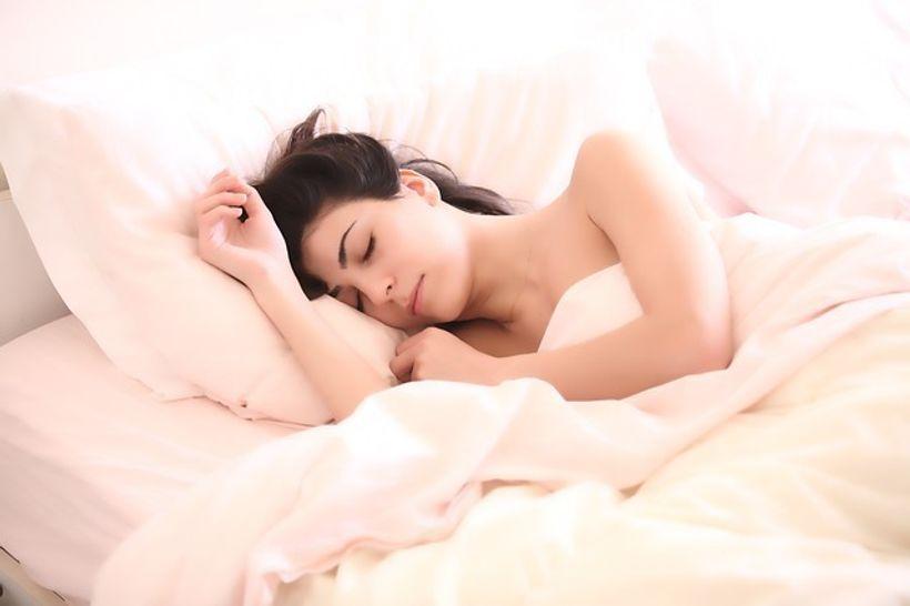 žena spava