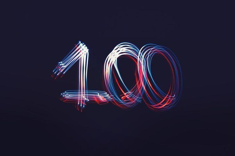 broj 100 na tamnoj podlozi