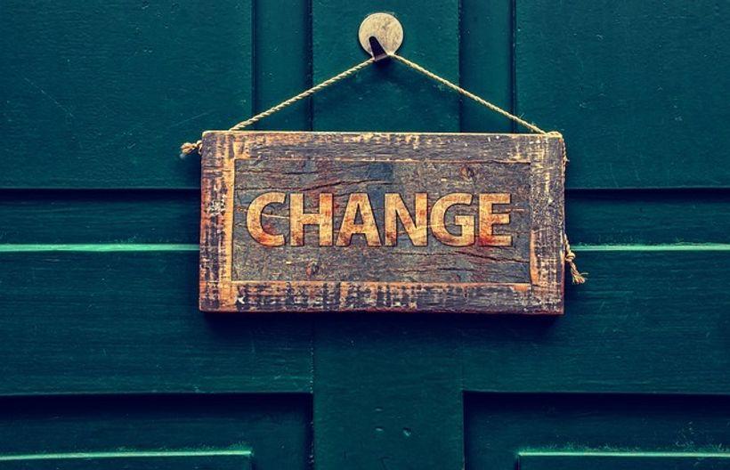 natpis 'promjena' na vratima