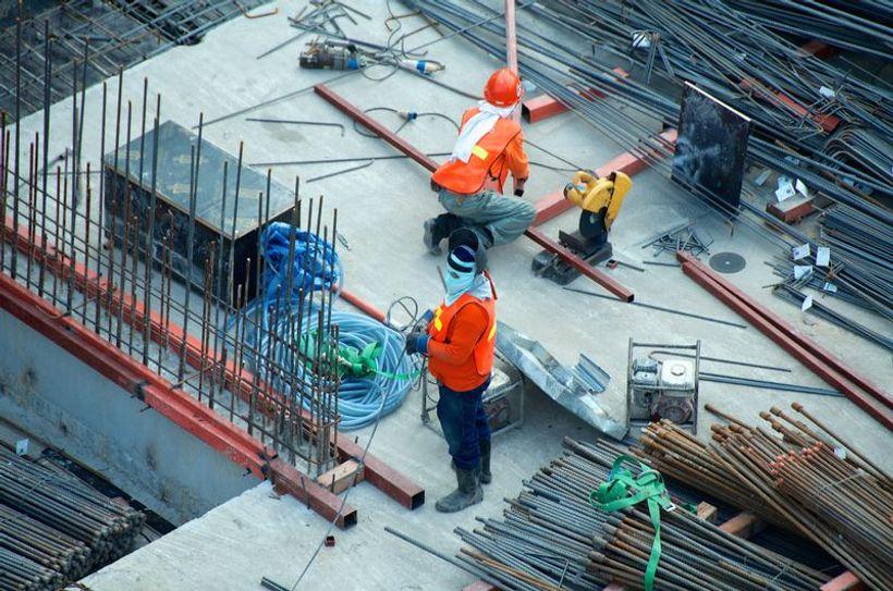 dva radnika na gradilištu