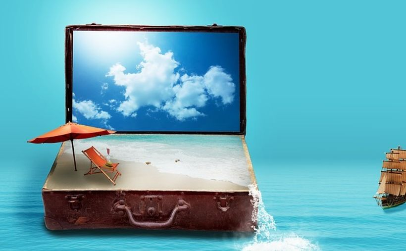 kovčeg isupnjen pijeskom i nebom