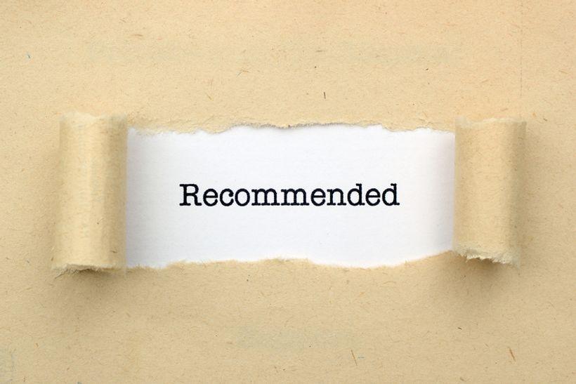 rasparan list papira u čijem središtu piše 'recommended'