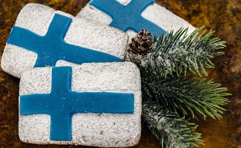 tri keksa u bojama finske zastave
