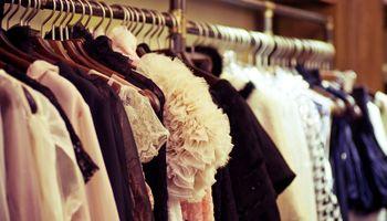 Sve više građana prodaje rabljenu odjeću i obuću da zarade za režije