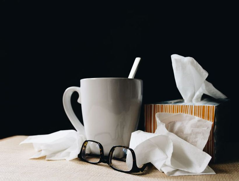 maramice, čaj i naočale