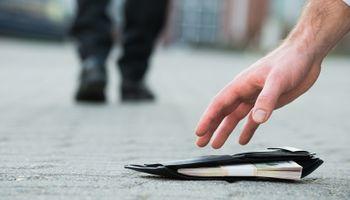 Beskućnik vratio novčanik pun novca, vlasnik ga je nagradio poslom!