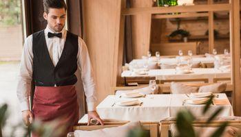 Konobar sezonac neće na Jadran ni za 10.000 kuna plaće