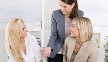 Kako raditi u uredu punom žena