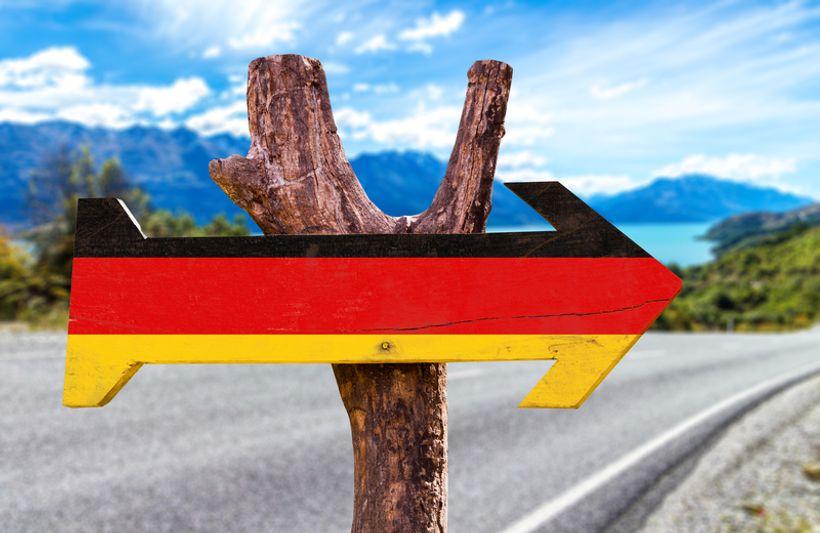 smjerokaz u bojama njemačke zastave
