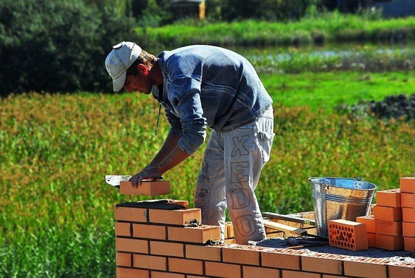 zidar gradi zid
