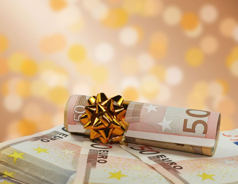 Od 1. prosinca poslodavac bez poreza može isplatiti 13. plaću, veću božićnicu, nagradu ili regres