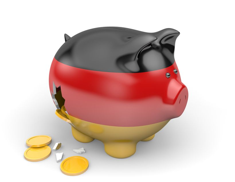 razbijena kasica prasica u bojama njemačke zastave