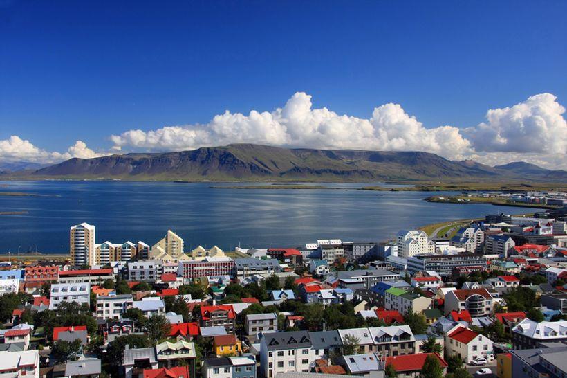 Island obitelji s prijateljima