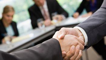 Koja je razlika između otkaza i sporazumnog raskida ugovora o radu?