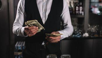 Napojnice podržava 77% ispitanika, a najčešće ih ostavljaju konobarima