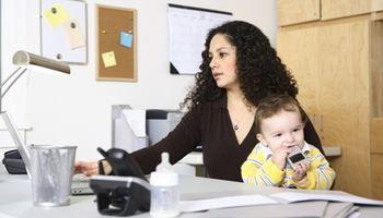 Hrvatska priča: Majkama podigli plaću za pet posto