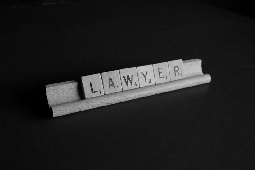kockice koje ispisuju riječ 'lawyer'