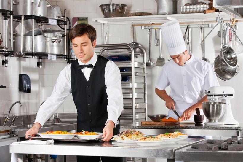 U Austriji će do posla najprije – kuhari i konobari